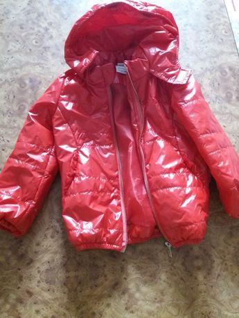 Продам весняну куртку для дівчинки