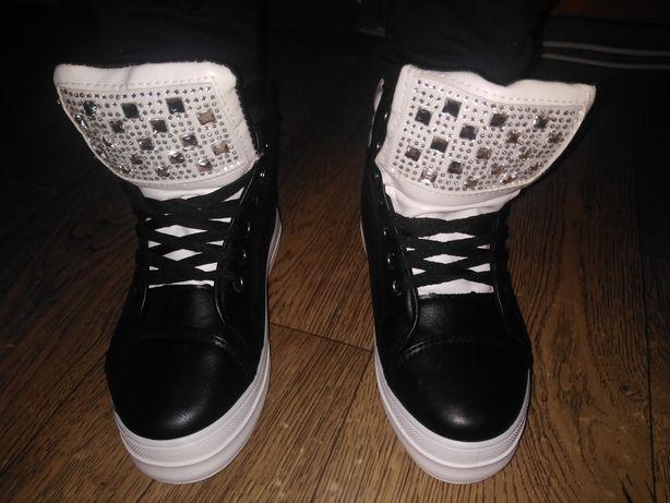 Осенние ботинки красовки снікерси новые на  платформе 3,5 см 36 размер