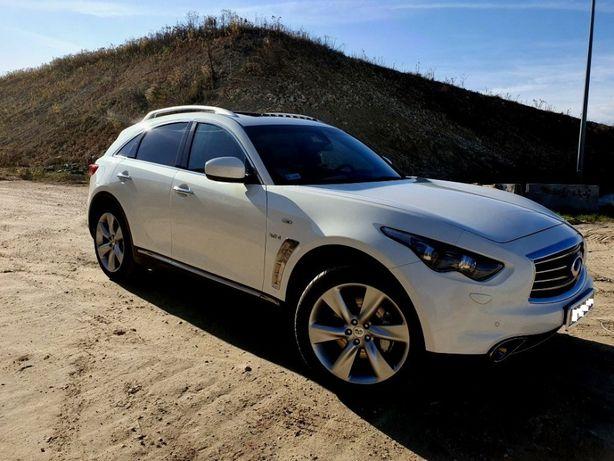 Piękny samochód do ślubu - biały Infiniti QX70S - wyróżniający się suv