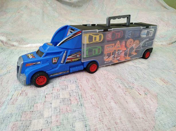 Іграшкова вантажівка для перевезення легкових автомобілів.