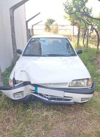 Nissan Sunny - acidentado