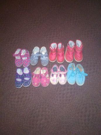 Продам для дивчинки взуття