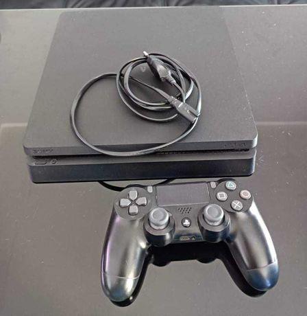 PS4 SLIM 1 TB + gry