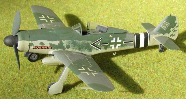 Focke-Wulf 190 D-9 1:72 Academy sklejony model samolotu