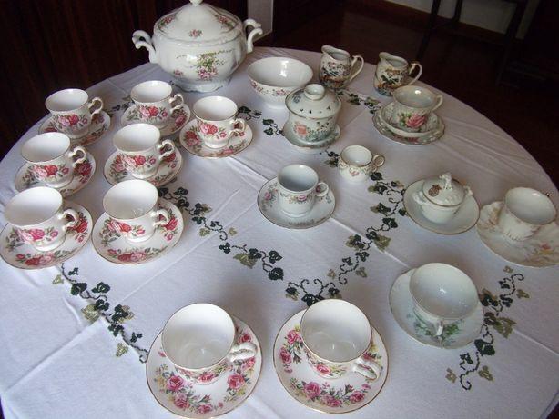 Chávenas café , leiteiras , compoteira - 19 peças