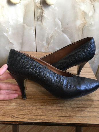 Продам кожаные женские туфельки