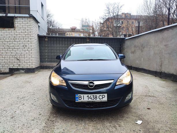 Продам Opel astra j 1.3 diesel 2011 зимова і літня гума