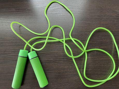 Скакалка зеленая 2 метра с паролоновыми ручками