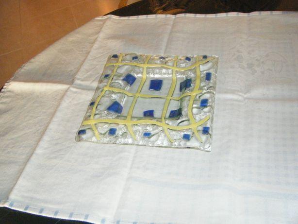 Prato quadrado em vidro