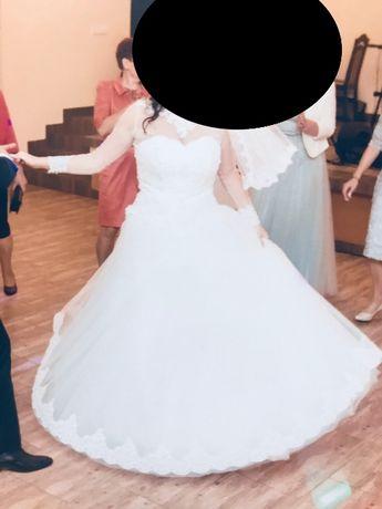 Suknia ślubna ręcznie szyta na indywidualne zamówienie. KsiężniCzka
