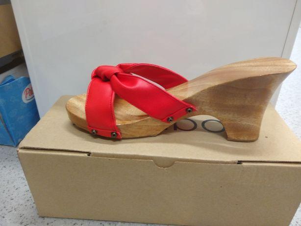 Buty Drewniaki z Indonezji