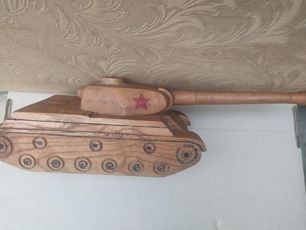 Танк из дерева ручной работы