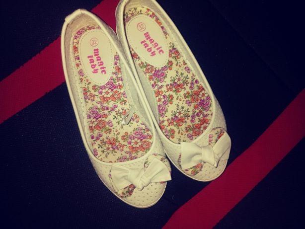 Białe beżowe buty lekkie rozmiar 32 dziecięce