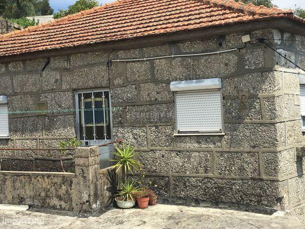 Moradia com varias casas em pedra na ilha do Ermal, em bom estado