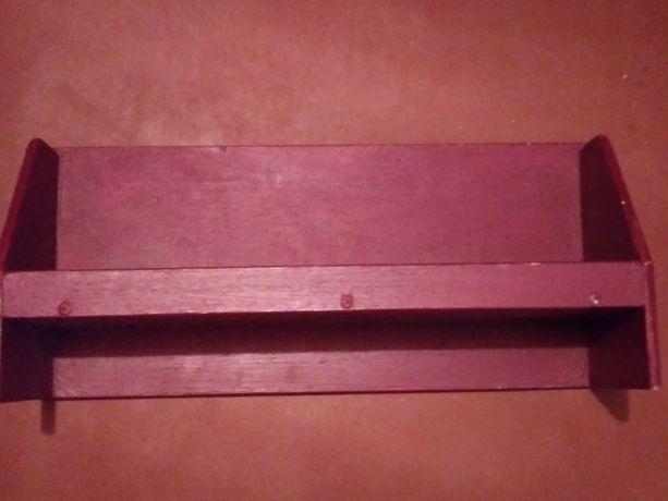 Деревянная полочка на стену