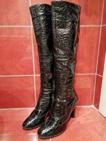Демисезонные сапоги, в подарок туфли и босоножки