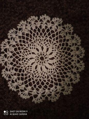 Serwetki ręcznie robione na szydełku