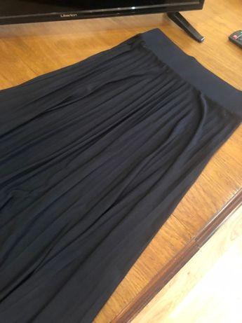 Класна чорна спідниця