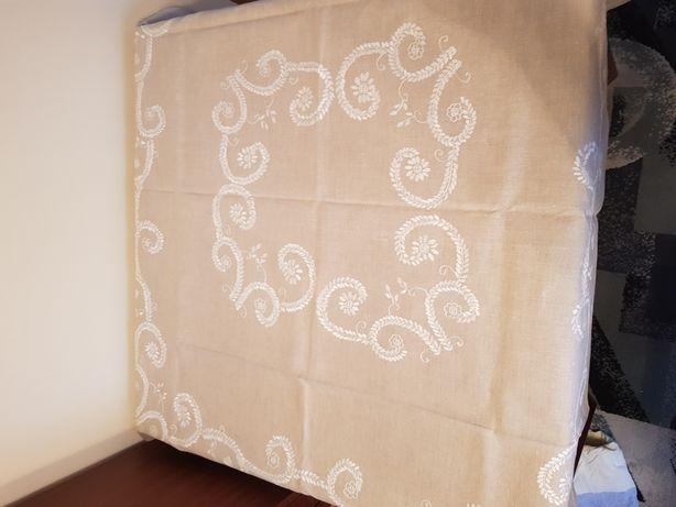 Obrusy lniane recznie haftowane
