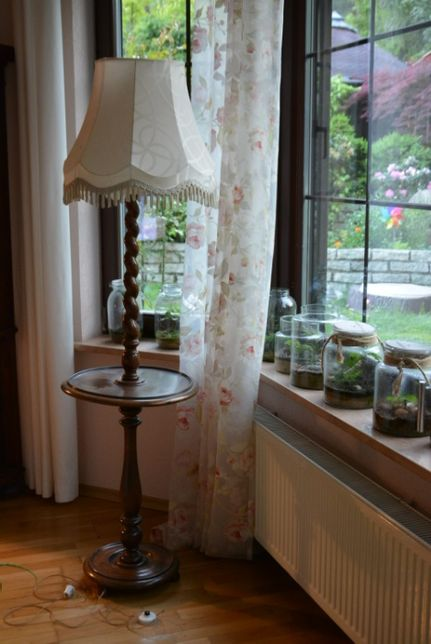 Piękna stylowa lampa podłogowa dębowa z abażurem
