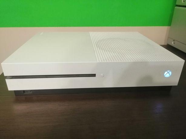 Xbox one s 1tb  + 3 gry