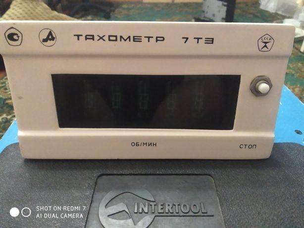 Тахометр 7 ТЭ  в рабочем состоянии.