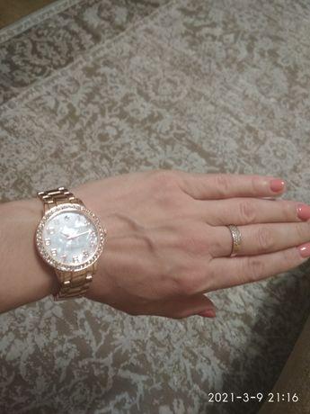Новий жіночий годинник на широку руку