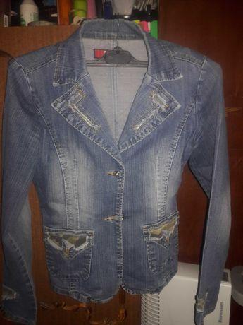 Приталенная джинсовка размер М