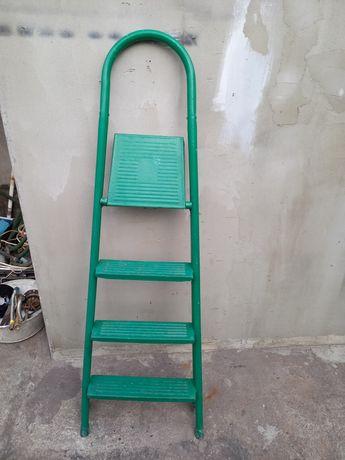 Продам лестницу металлическую.