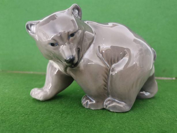 Urso em porcelana da prestigiada fábrica Royal Copenhagen
