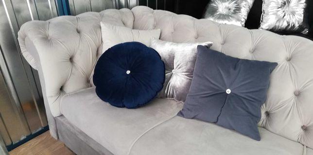 Sofa glamour głębokie pikowanie nogii chrom rozkładana chesterfield