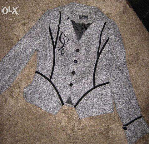 Продам элегантный костюм, демисезонный, 46 размер, М-L, новый