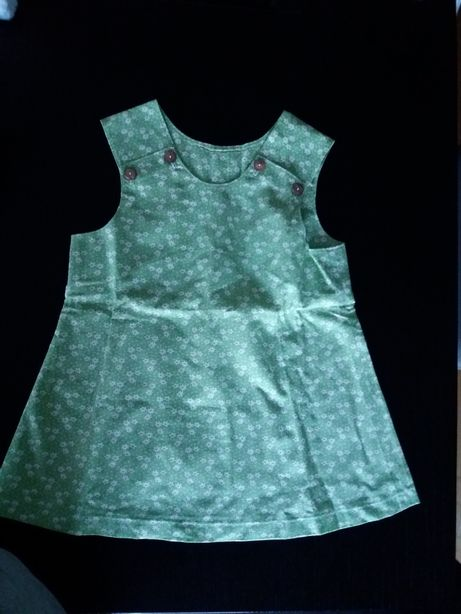 2 vestidos de verão para criança costurado à máquina