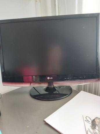 Monitor  LG 24 całe z wbudowaną funkcją tv