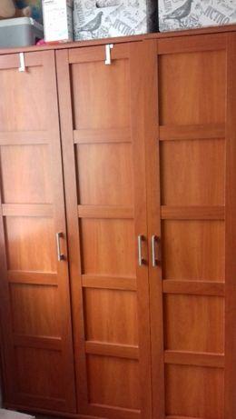 Komplet duża i pojemna szafa oraz elegancki kredens w cenie szafy