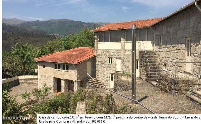 Casa de campo com 632m² em terreno com 1421m²