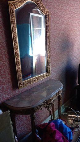 Espelho e mesa com tampo de mármore