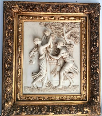 Moldura com figuras em pó de mármore e outros