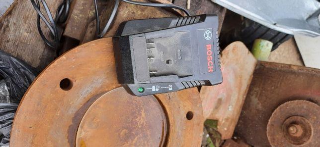 Зарядно Bosch бош 18V