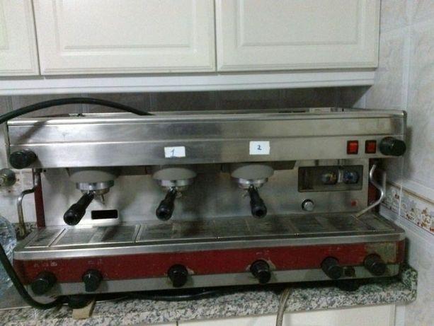 maquina de café CIMBALI de 3 grupos