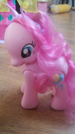 My little pony kucyk Pinky Pie mowi I chodzi