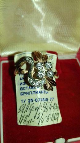 Новое золотое кольцо с бриллиантами 20 размер