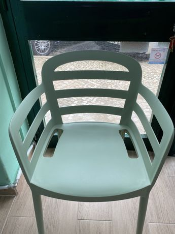 Conjunto mesa + 2 cadeiras