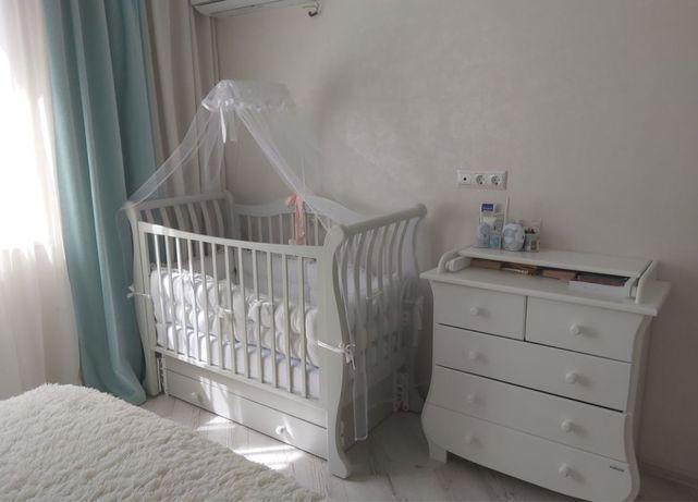 Детская кроватка и комод. Идеальное состояние