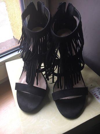 Sandałki na szpilce z frędzlami JENNIFER -CCC roz.39