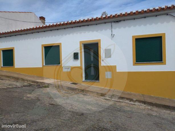 Sobral da Adiça - Rua Longa - Moradia t3 com Garagem