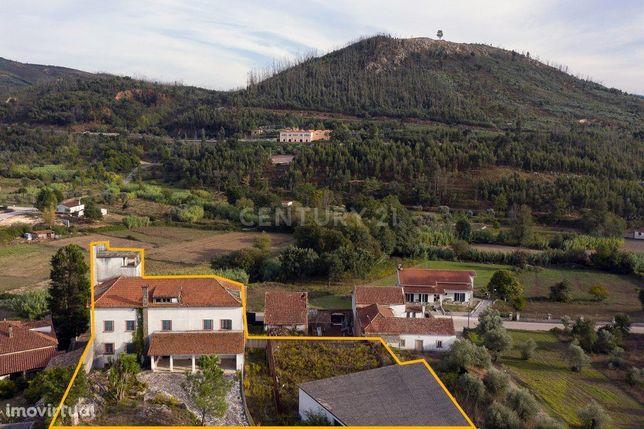 Prédio de três pisos - Vila Nova de Poiares