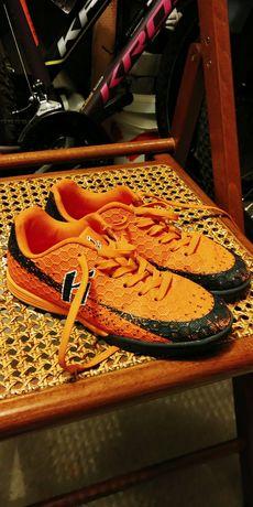 Buty piłkarskie halówki Huari roz. 32