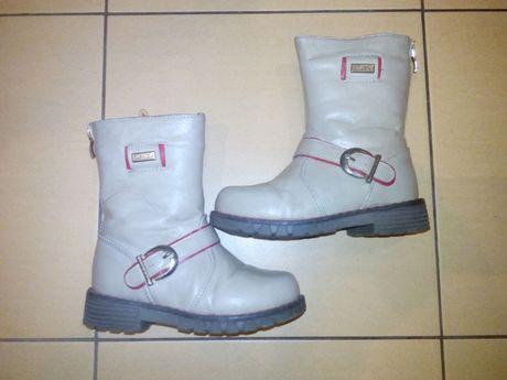 Дитячі черевички для дівчинки 4-6 років, бежевого кольору.