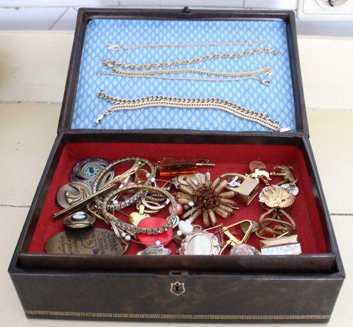 Grande Lote / Caixa com Bijutaria Vintage brincos alfinetes pulseiras